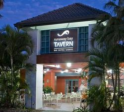 Runaway Bay Tavern - Accommodation Daintree